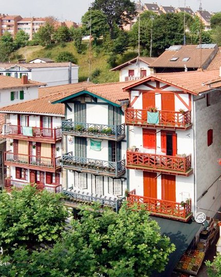 Discover the Basque coast Hondarribia, corners bordering the Bay of ...